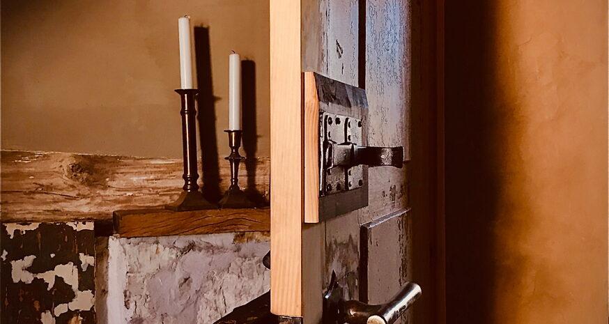 Detail einer historischen Tür im Ferienhaus Gänsetrappe in Ballenstedt