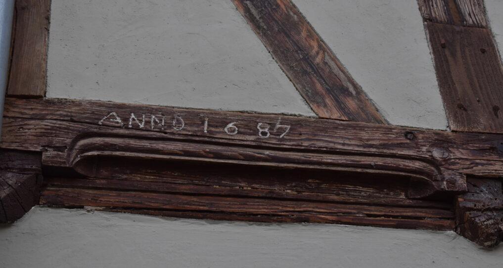 Fachwerkbalken am Ferienhaus Gänsetrappe Ballenstedt mit Inschrift ANNO 1687